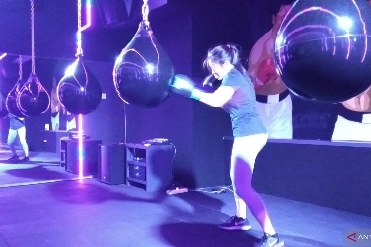 Rave cave, cardio exercise meets night club experience