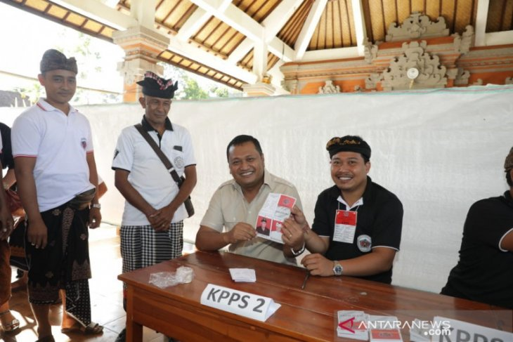 Bupati Gianyar memantau pemilihan kepala desa serentak