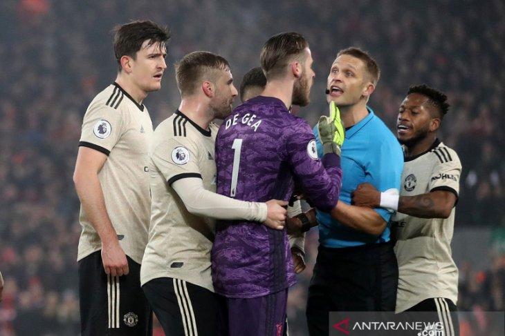 Tak cuma kalah dari Liverpool, MU juga dihukum FA
