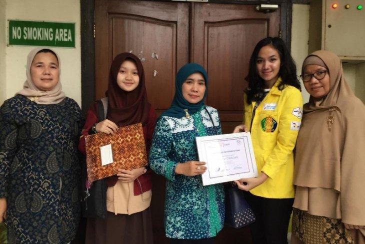 Vokasi Humas UI berikan penghargaan kepada pelajar