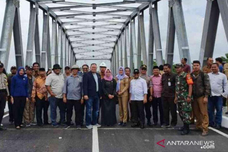 Jembatan penghubung Bekasi-Karawang siap dilintasi