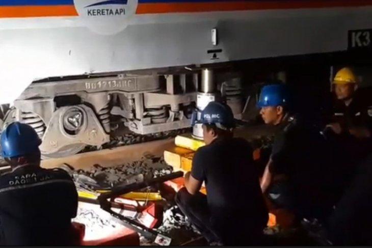 Kereta Tawang Jaya anjlok dievakuasi ke Stasiun Pasar Senen