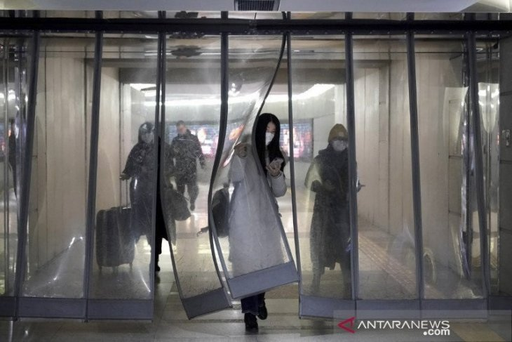 Terkait virus korona, Arab Saudi saring wisatawan dari China