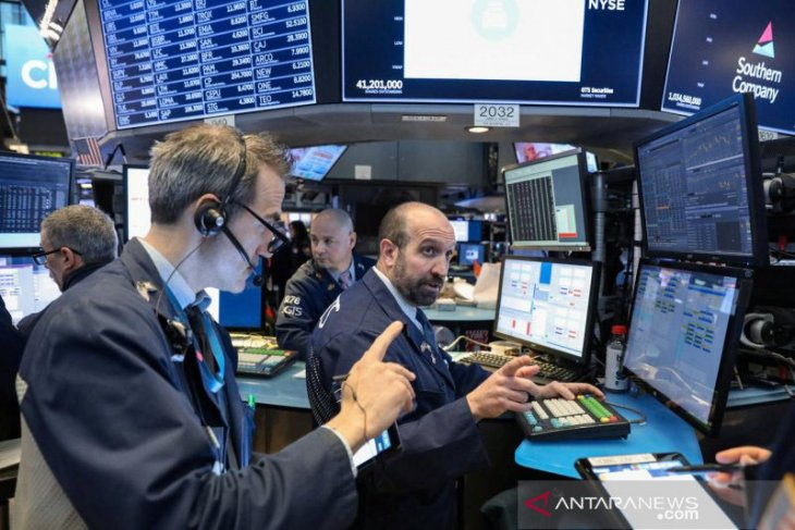 Wall Street capai tertinggi baru saat China batasi dampak wabah virus corona