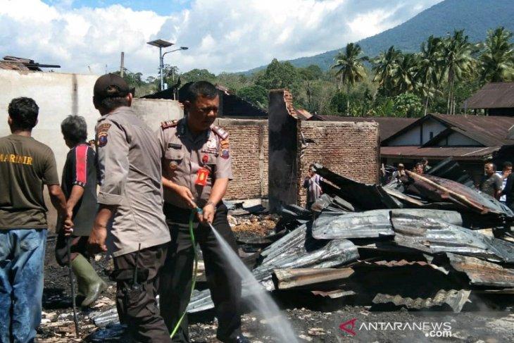 Diduga akibat arus pendek, 14 rumah dilalap si jago merah di Marancar