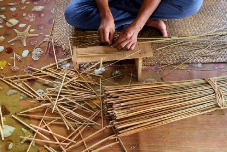 Turning peat swamp to benefit of creative craftsmen