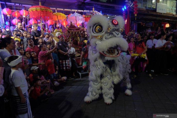 Desa Adat Kota Denpasar bersama warga Tionghoa sambut Imlek 2571