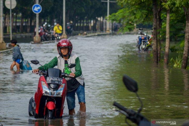 Bumi Adipura housing complex, Bandung, submerged by flooding