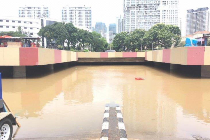 Air masih tutup terowongan Kemayoran