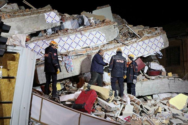 Enam orang tewas dan 202 terluka dalam gempa di Turki