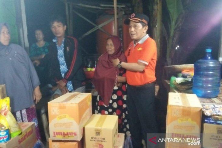 Sekda Tamzil peduli terhadap korban kebakaran di Awang Besar dan Batang Bahalang