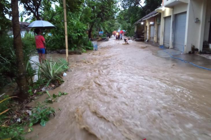 Banjir genangi rumah warga dan lahan pertanian di Jember