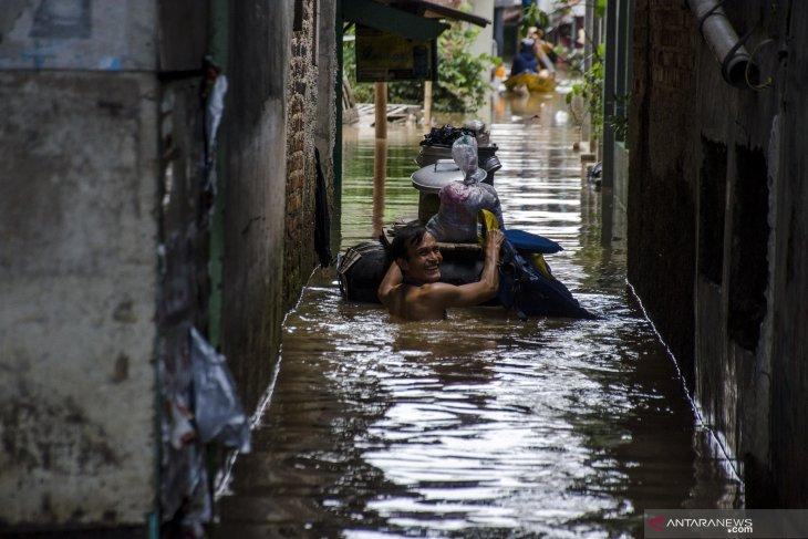 Permukiman warga Cipulir Jaksel digenangi air setinggi 110 cm