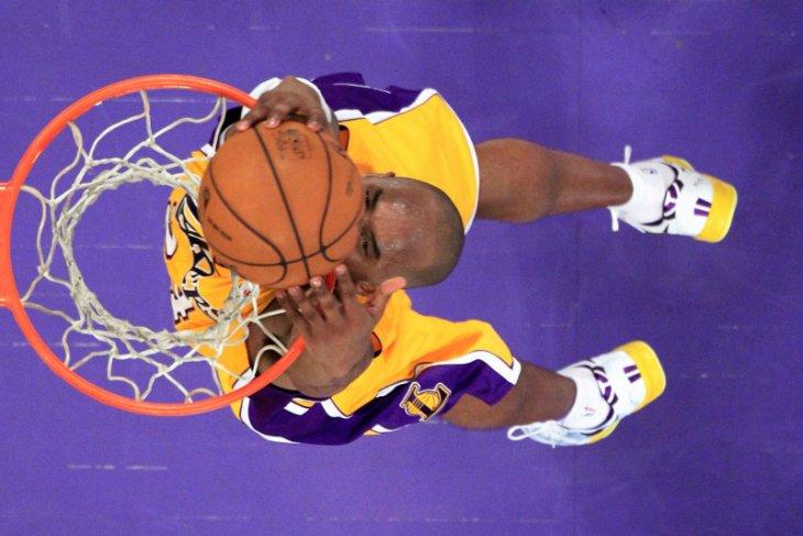 Kobe Bryant sang ikon basket NBA