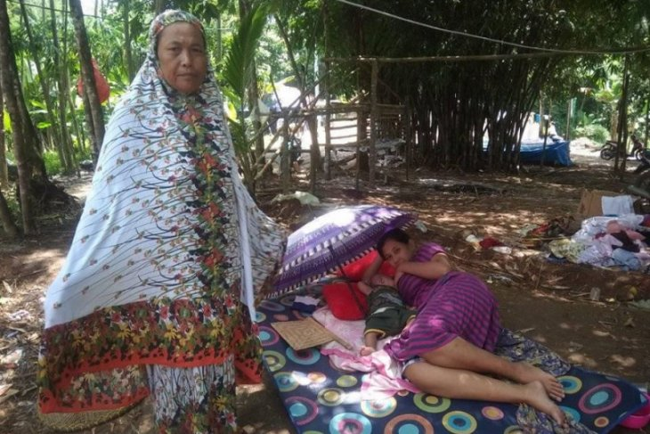 Dua pekan di pengungsian, pasangan Arsunah-Arsudin berharap hunian sementara dibangun