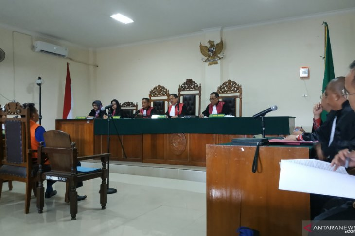 Hakim vonis 18 bulan empat terpidana suap proyek di Bengkayang