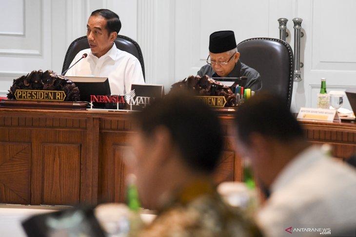 Target inklusi keuangan Presiden hingga utang KS Rp30 triliun