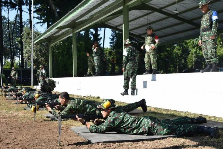 150 prajurit Akmil ikuti latihan menembak di Magelang