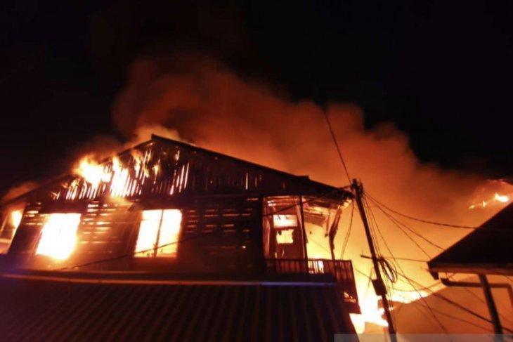 Puluhan pintu rumah bangsal ludes terbakar