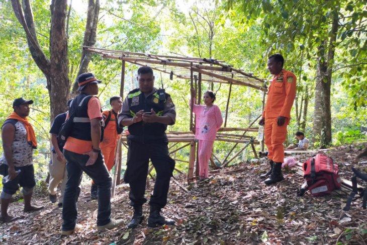 Basarnas  pasangan suami-Istri hilang di hutan Tobona