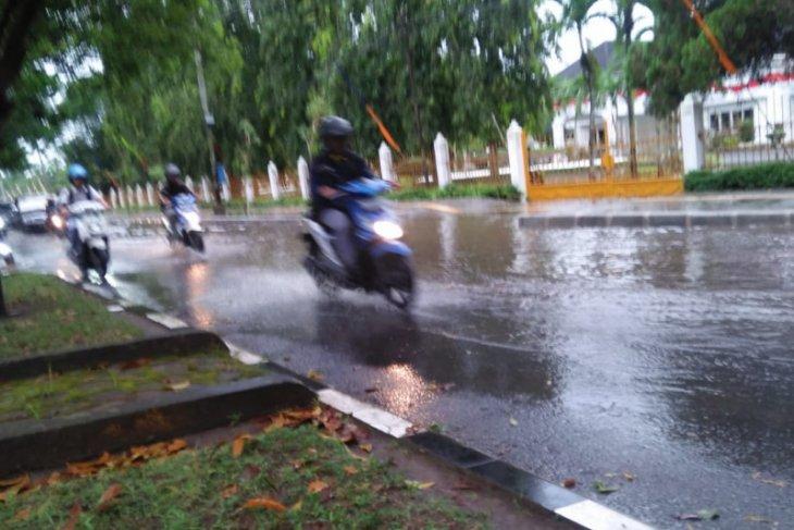 Banjir melanda kawasan depan rumah Dinas Bupati Langkat