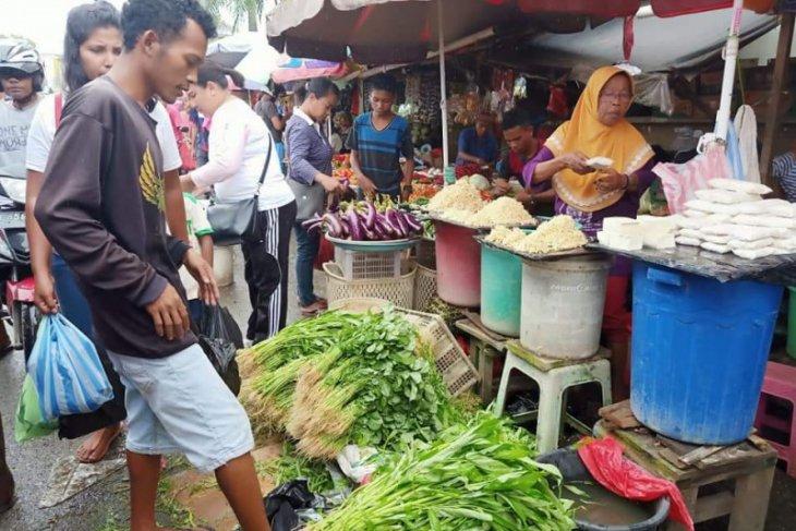 Harga kebutuhan pokok di pasar tradisional Ambon normal