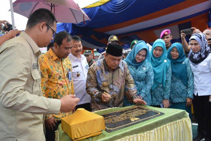Bupati Langkat resmikan tugu Bank Sumut