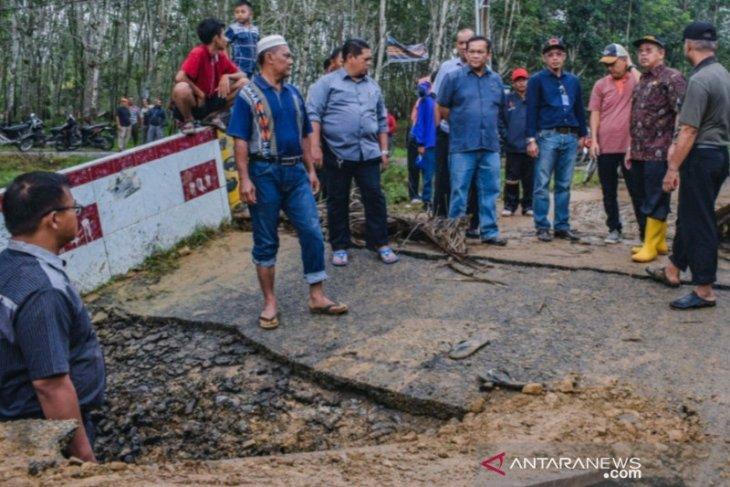 Wakil Wali Kota tinjau sejumlah titik bencana banjir di Padangsidimpuan