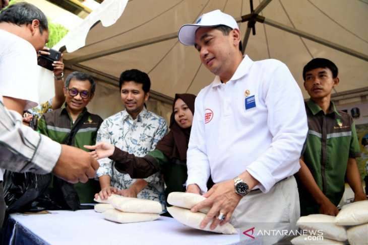 RMI kembali gelontorkan gula satu ton untuk tekan harga di Surabaya