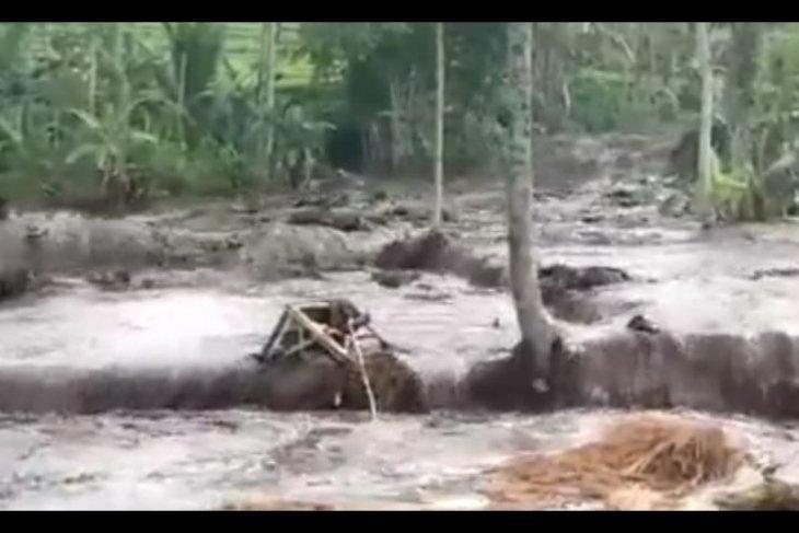 Debit Sungai Jompo meningkat berpotensi banjir bandang di Jember (Video)