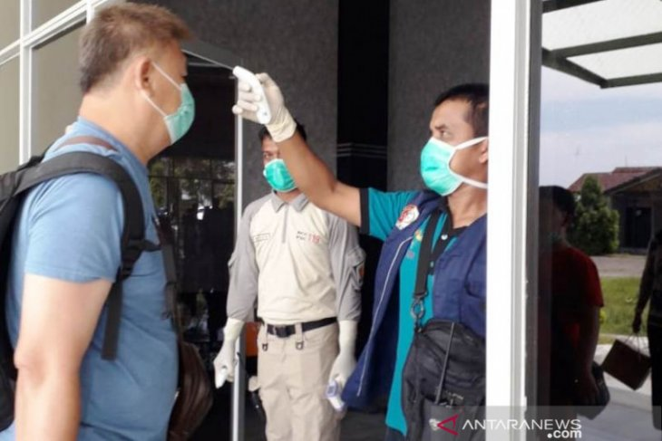 Dinkes perketat pemeriksaan kesehatan penumpang di Bandara Nagan Raya Aceh