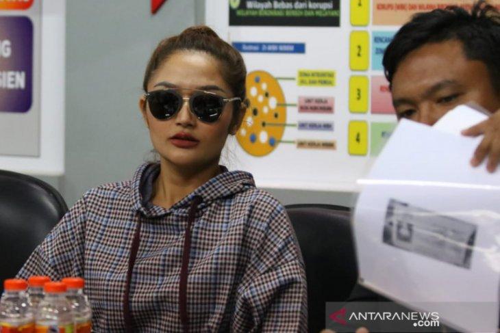 Siti Badriah penuhi panggilan Polda Jatim terkait