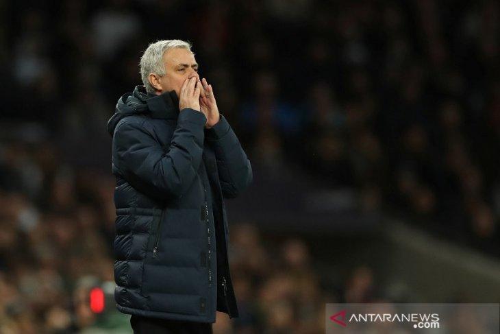 Klasemen Liga Inggris, Mourinho bantu Liverpool jaga jarak 22 poin