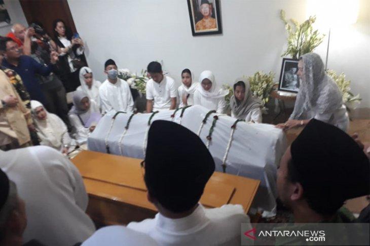 Kesaksian Hidayat Nur Wahid: Bibir jenazah Gus Sholah tersenyum
