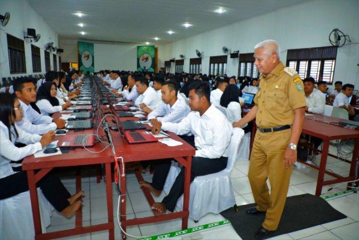 Bupati Asahan pantau pelaksanaan ujian CPNS