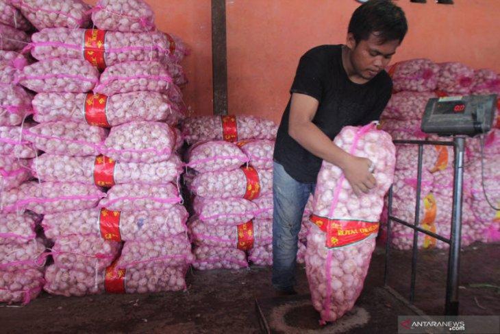 Izin impor bawang putih dan bawang bombay dibebaskan sementara