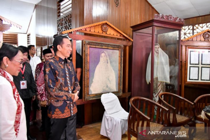 Presiden Jokowi sambangi rumah pahlawan nasional Fatmawati