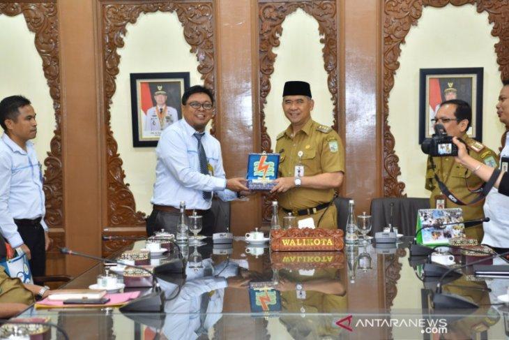Wali Kota Jambi terima penghargaan dari PLN