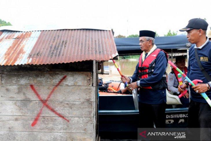 Banjar Regent kicks off demolition of floating latrines in 2020
