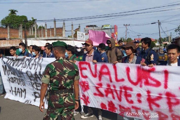 Empat mahasiswa diamankan polisi saat mendemo presiden Jokowi