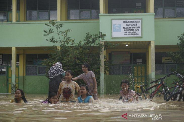 Sejumlah sekolah di liburkan akibat banjir