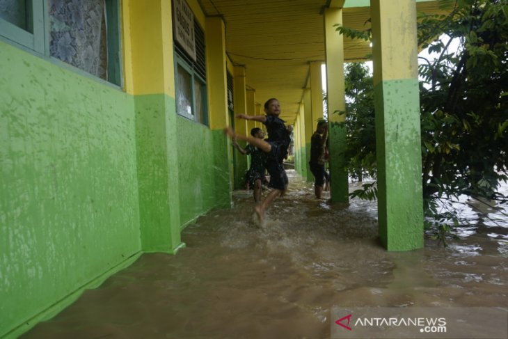 Kepala BPBD Tapin Imbau warga pantau aktifitas anak selama banjir