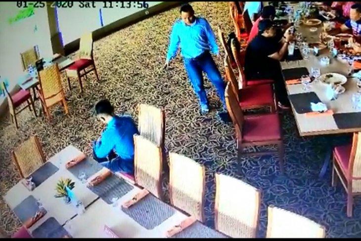 Hati-hati, Polrestro Jaksel tangkap pencuri dengan modus geser tas di restoran