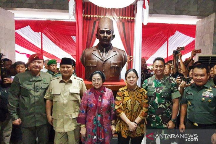 Resmikan patung Soekarno, Megawati dan Prabowo datangi Akademi Militer