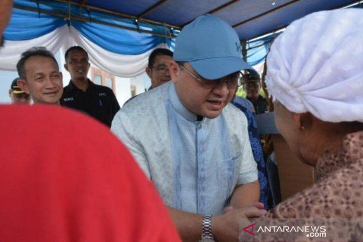 Gubernur Kepulauan Babel serahkan rumah layak huni korban banjir
