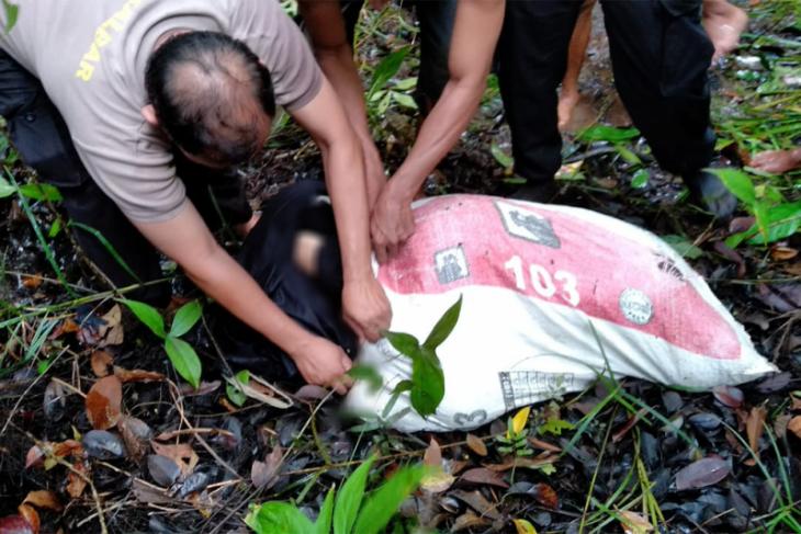 Warga perbatasan Indonesia-Malaysia temukan mayat wanita dalam karung