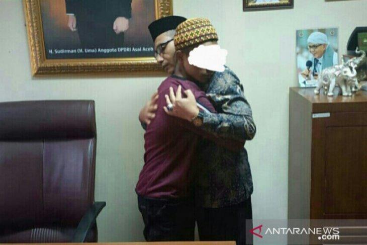 Haji Uma syahadatkan kembali pemuda Aceh Utara ini