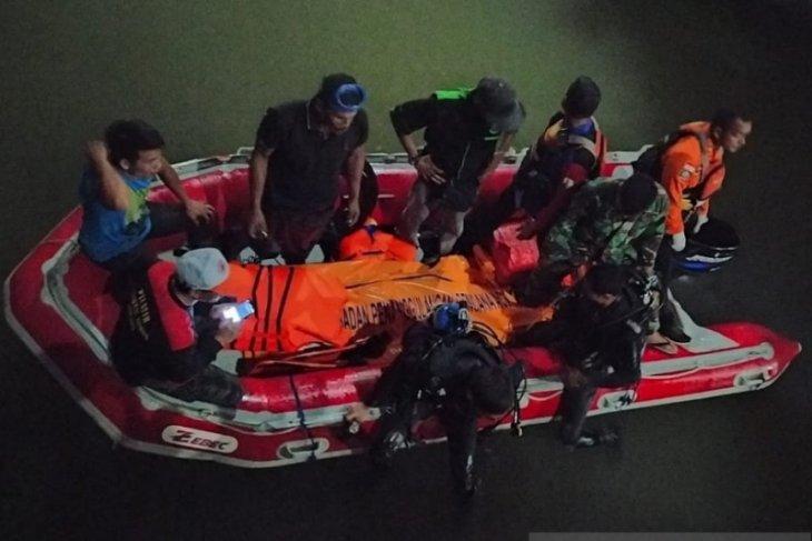Tim SAR evakuasi remaja meninggal tenggelam di sungai