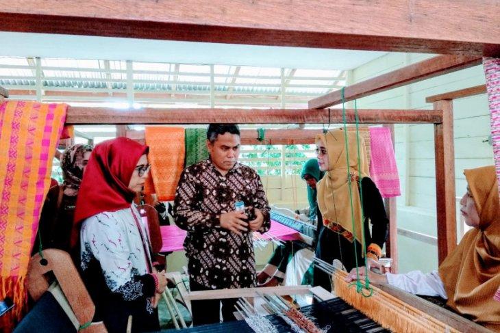 BI bantu pengembangan kerajinan tenun Aceh