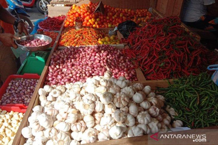 Harga bawang di pasar Ambon turun